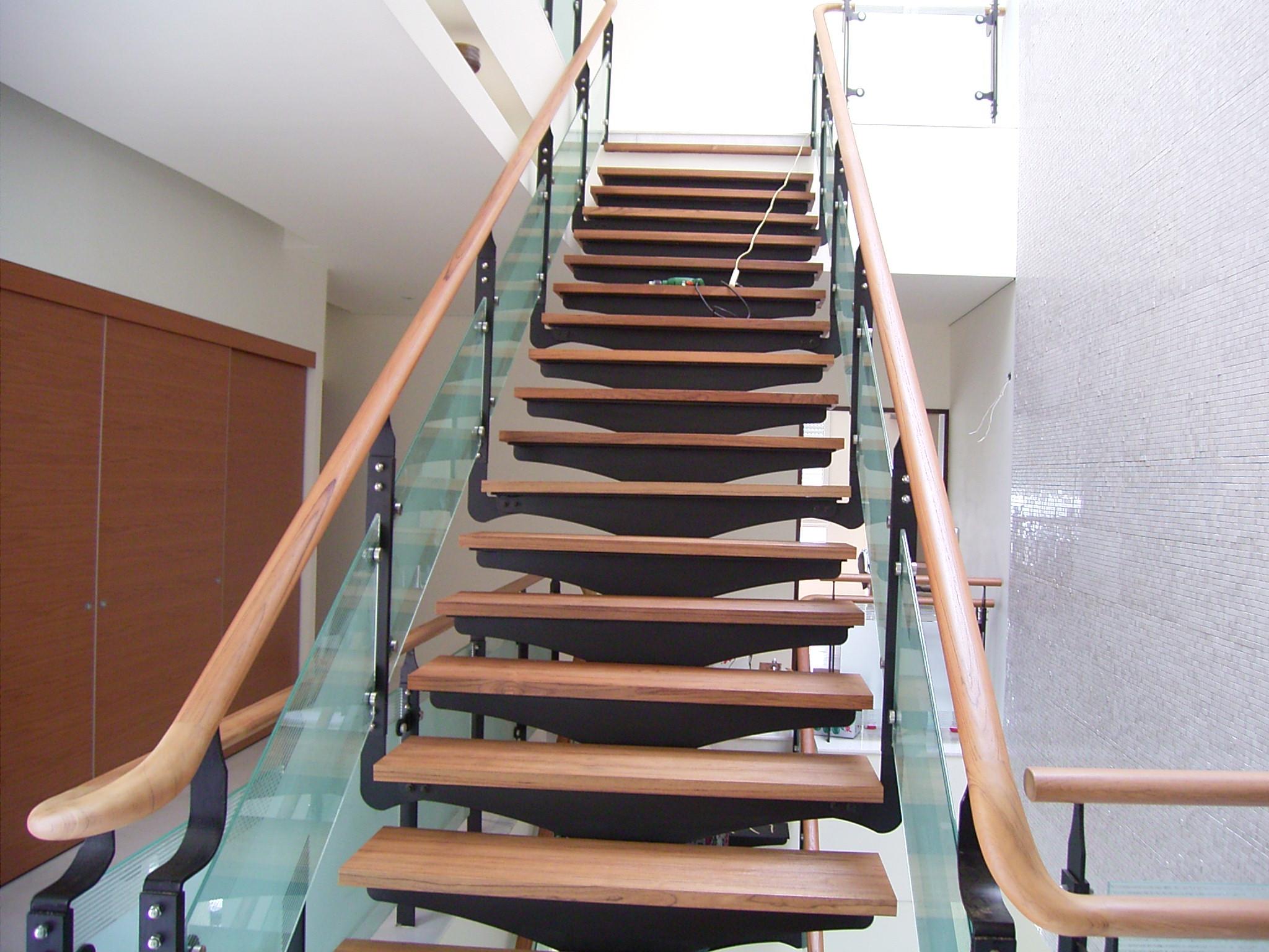 新原古-緬甸柚木樓梯踏板浮雕處理/緬甸柚木扶手