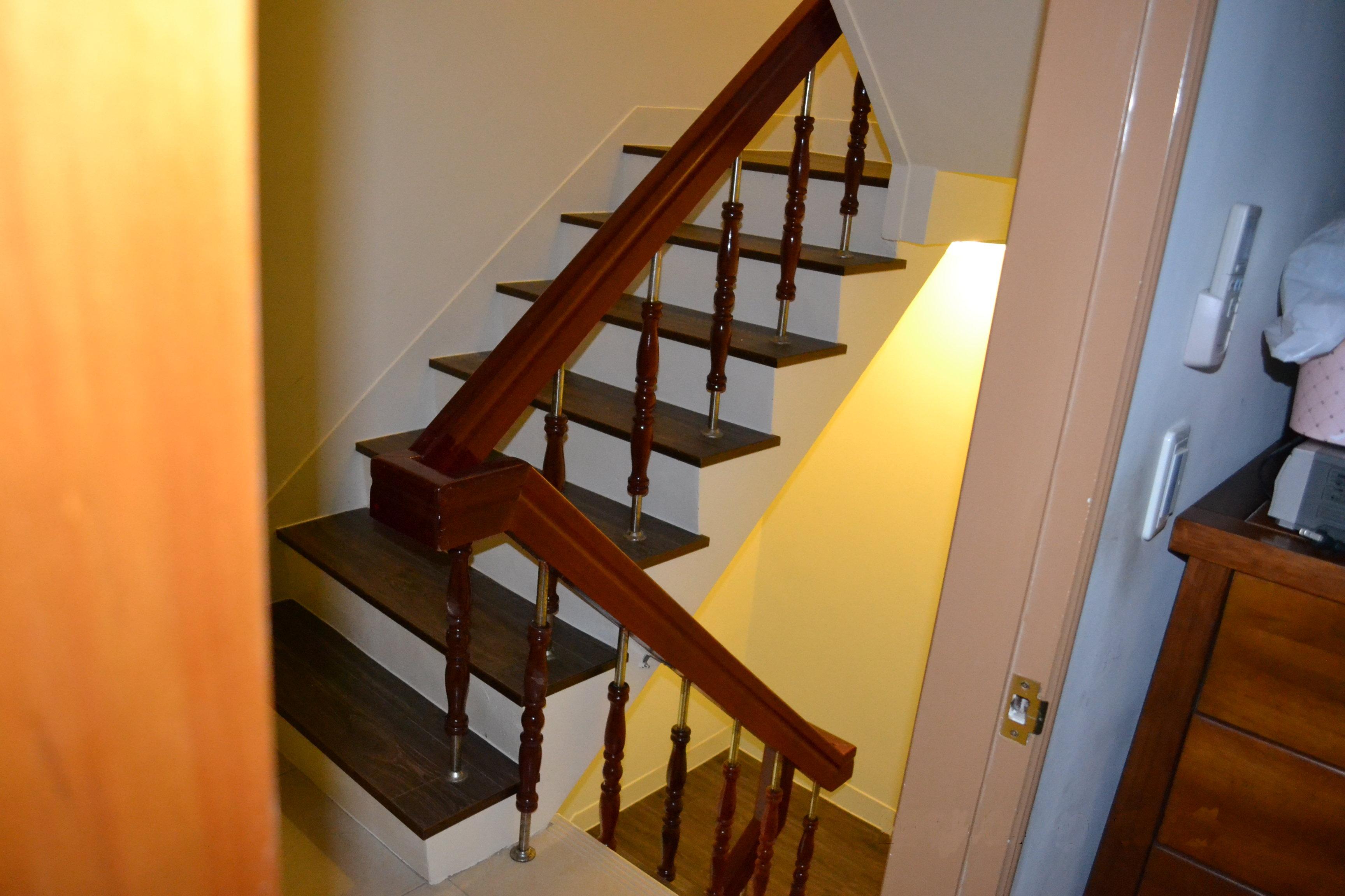 超耐磨地板做樓梯踏面 同步立體星空系列-亞馬遜(台中)