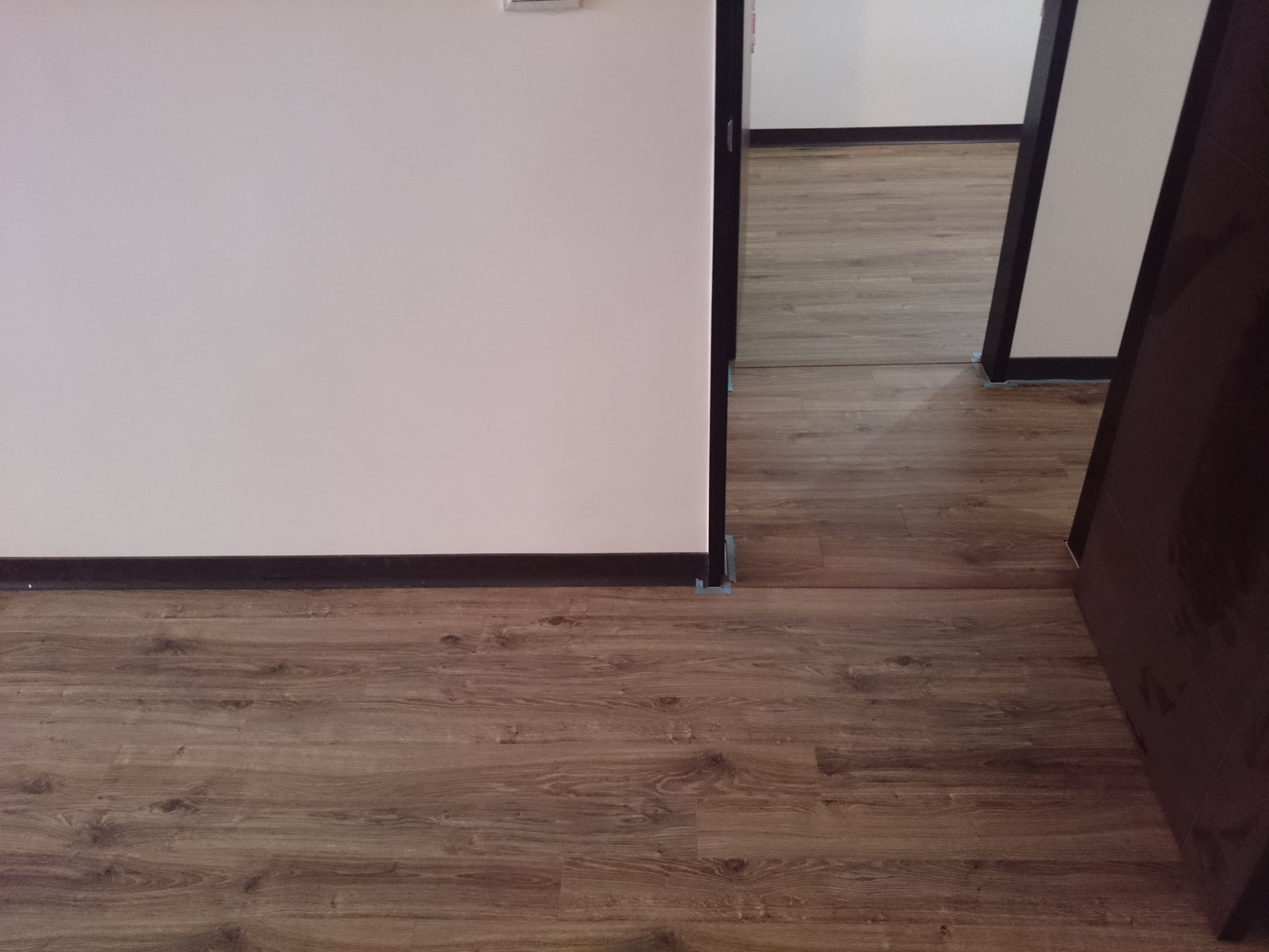 Robina 羅賓超耐磨地板12mm 窄版 蒙大拿州橡木(新北 五股)