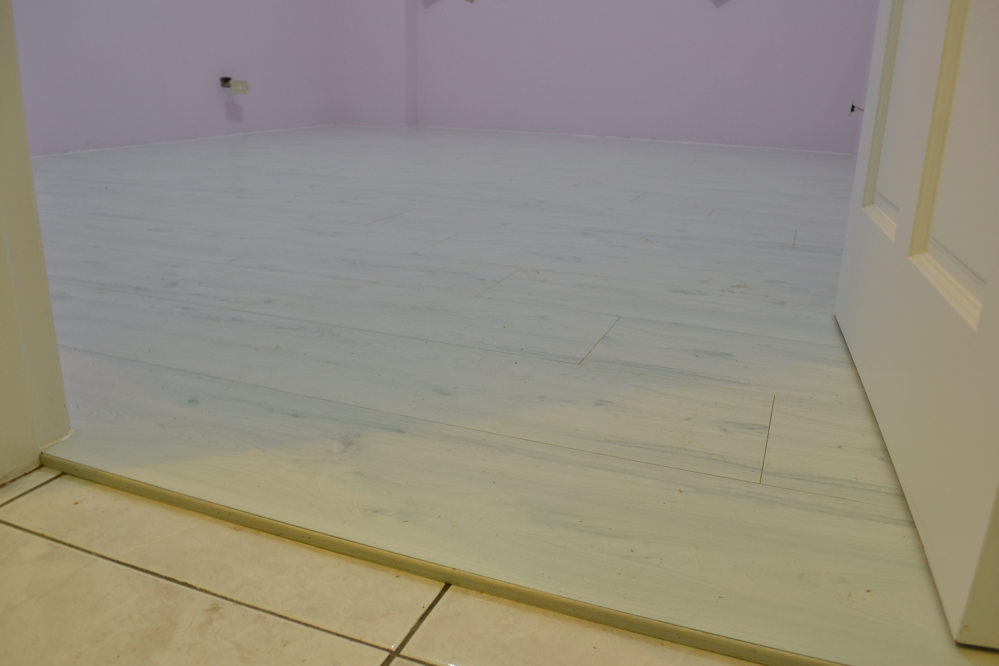 7.8寸 平步系列 超耐磨地板 香柏木(三重)